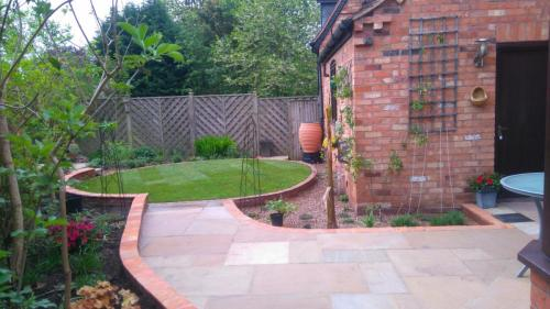Patio with circular garden